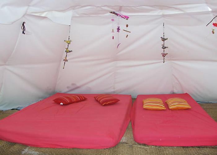 hébergement insolite - tipis - location de salle - restauration - dortoirs - http://dormirdanslaprairie.fr/